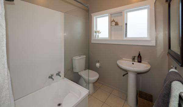 011 Open2view ID335571 139 Idris Road Bryndwr Christchurch