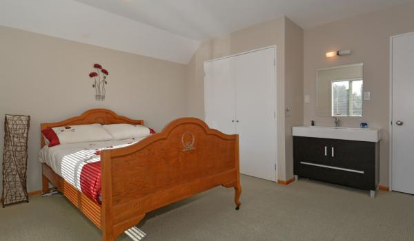 012 Open2view ID349008 70 Picton Ave