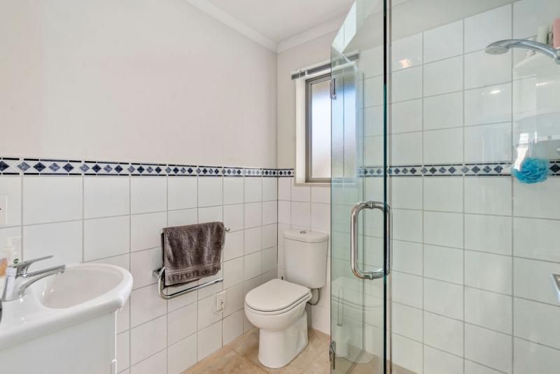 Easy bathrooms nottingham nottingham grey park royal left for Bathroom designs nottingham